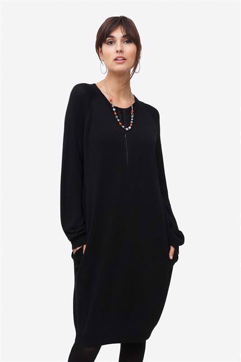 Image of   Sort ammekjole med lommer og lynlås ammeåbning i den skønneste Merino uld/viskose